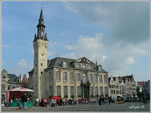stadhuis en belfort