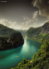 Norway - Geiranger Fjord (Faisal!) Tags: vacation mountain green nature water beautiful norway trekking high place pentax ships unesco most worlds fjord f28 geiranger turkos turqois k10d smcda1650 magicunicornverybest