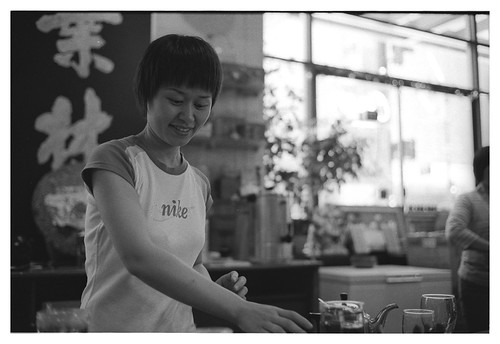 Tea Sampling. Voigtlander Bessa R3A + Nokton 40mm f/1.4 SC + Neopan 400 EI 640 + Diafine
