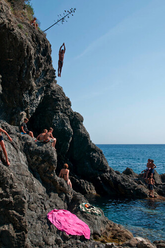 Rock diving