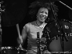Cindy Blackman (jazzfoto.at) Tags: blackandwhite bw music salzburg club blackwhite concert live jazz konzert jazzclub fujifinepix jazzmusic jazzit jazzlive jazzkeller konzertfotos jazzphoto clubkonzert s100fs jazzfoto fujifinepixs100fs wwwjazzfotoat jazzitsalzburg markuslackinger jazzit2009 cindyblackmangroup clubatmosphaere jazzclubsalzburg jazzkellersalzburg jazzinsalzburg wwwjazzitat jazzsalzburg salzburgjazz