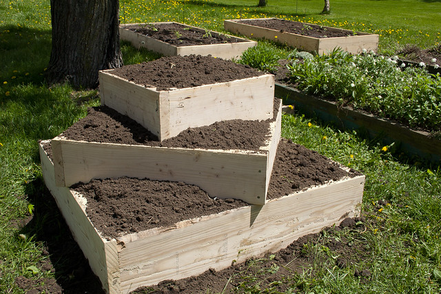 vertically-stacked raised bed