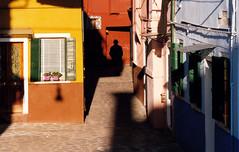 Venezia (denismartin) Tags: denismartin italia italy venezia venise burano giudecca colors colorsoftheworld colour colorandcolors street streetphotography sun shadow people