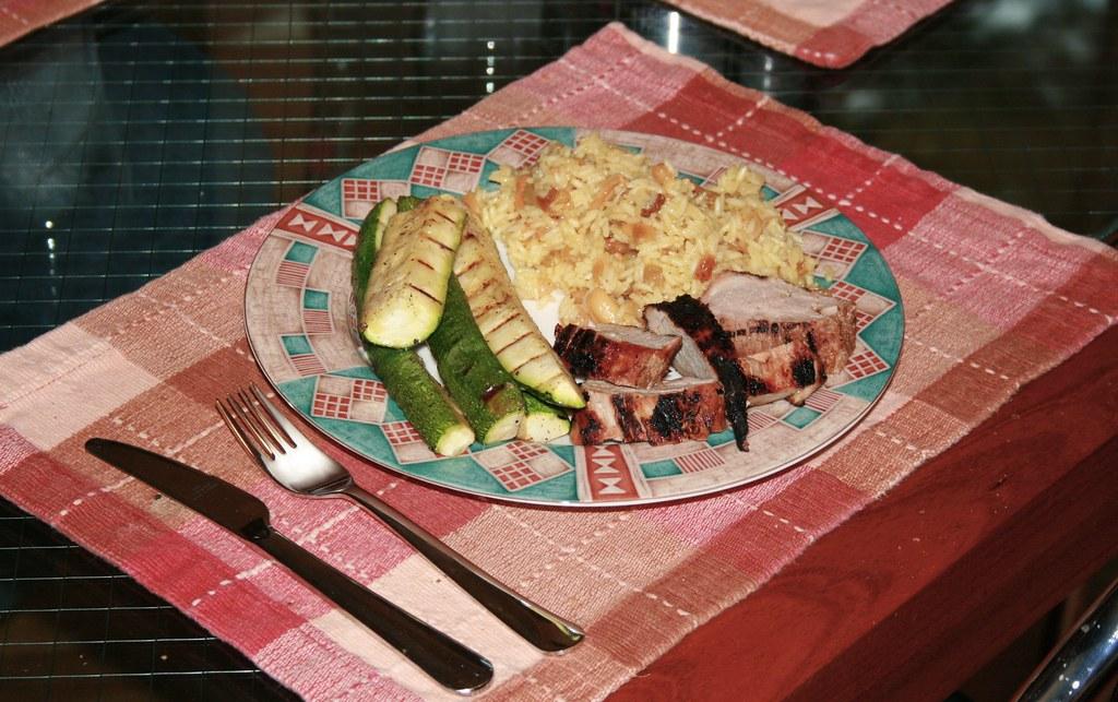 Pork loin with orange-flavored rice and zucchini