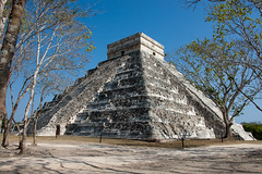 Large Pyramid - Chichen Itza (nosha) Tags: blue vacation sky white holiday beauty stone architecture mexico outdoor snapshot ruin chichenitza creativecommons april f71 2009 chichen cliche itza lightroom 18mm blackmagic d40 archeaology nosha 18200mmf3556 yuccatan april2009 nikond40 didimentionilovemyd40
