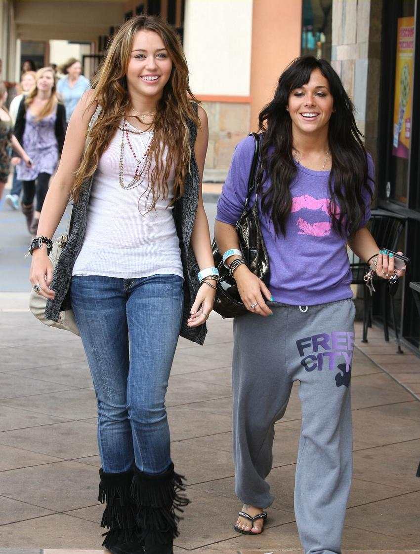 miley-cyrus-mandy-jiroux-lunch-04