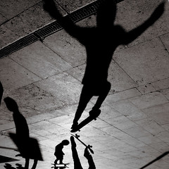Das Glasperlenspiel (Donato Buccella / sibemolle) Tags: street blackandwhite bw italy milan boys jump shadows play milano streetphotography skate skateboard hesse stazionecentrale canon400d sibemolle fotografiastradale flickrsportitalia