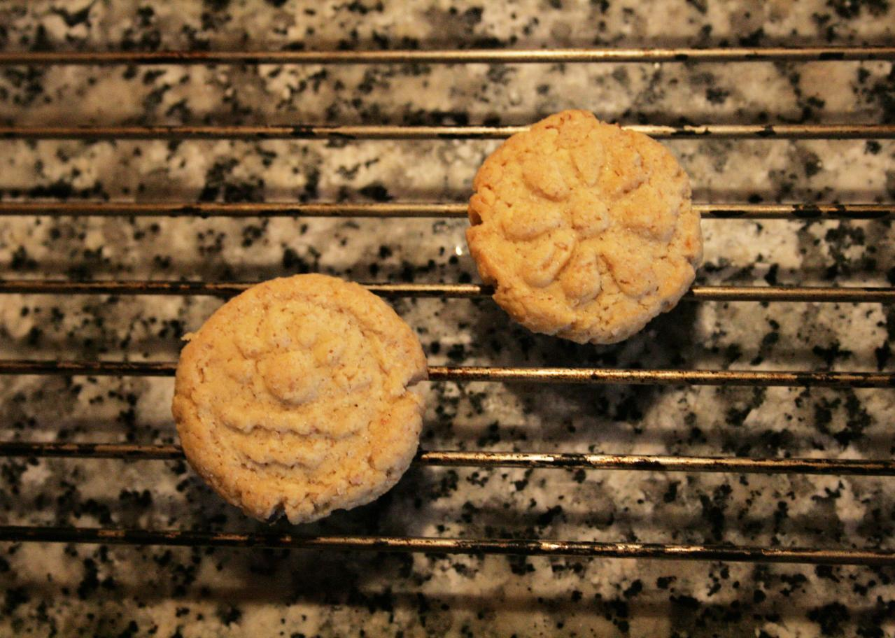 Lemon-vanilla flavoured almond biscuits