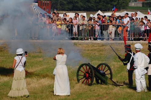 Haditudósító és ágyútűz / War correspondent  and cannon fire