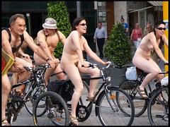 dia de fiesta... (José Manuel Campos) Tags: people españa girl naked nude spain europe gente bicicleta olympus valladolid e300 cycles fotovalladolid