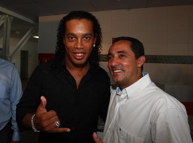 Ronaldinho Gaucho consolida parceria em projeto social com o governo