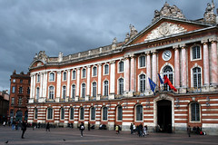 Capitole Investment (Paul 'Tuna' Turner) Tags: plaza city travel holiday france canon square europe palace government townhall toulouse southoffrance languedoc capitole cite midipyrenees neoclassicalarchitecture thepinkcity placeducapitole canoneos400d levillerose