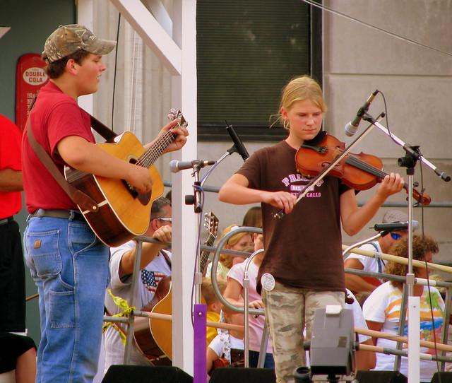 Random young fiddler contestant