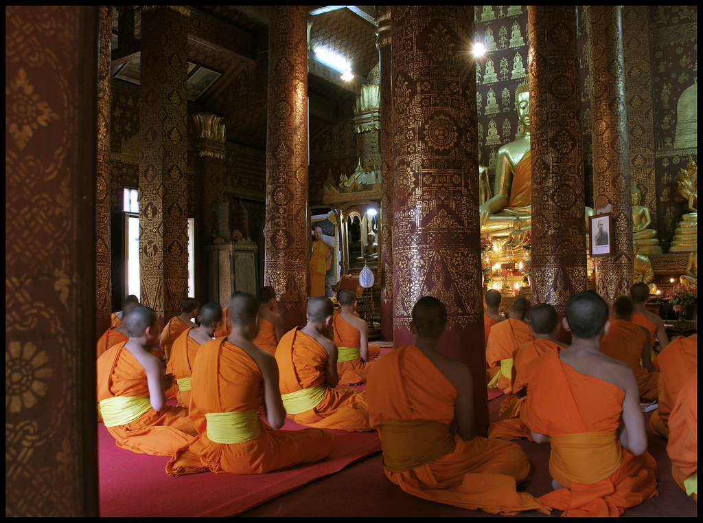 Monks praying in Wat Sen