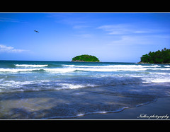 Peaceful of Patong (Nullerz) Tags: blue light sea bird beach photoshop canon thailand island design thai land phuket patong soe lightroom flickrsbest theunforgettablepictures ilustrarportugal goldstaraward homersiliad artofimages saariysqualitypictures nullerz bestcapturesaoi travelsofhomerodyssey framegreen