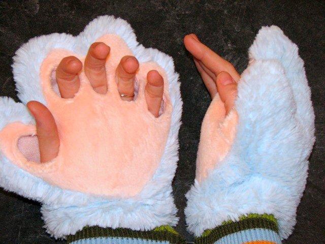t.m.gloves1