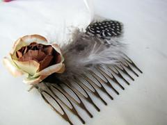 Peine de flores y plumas (Corriendo con tijeras) Tags: chile flores pelo plumas pinche peine peineta traba tocado