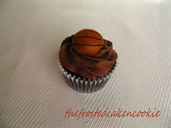Tuesday Toppers: Basketball Cupcake