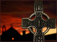 CELTIC CROSS (Edward Dullard Photography. Kilkenny, Ireland.) Tags: kilkenny ireland sunset irish night catholic cross sundown dusk erin eire christian crucifix celtic hibernia gaelic protestant irlanda ierland eireann cillchainnigh jamesstephensmilitarybarracks amomenttotreasurenet edwarddullardphotographykilkennycityireland eddullard