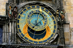 Prague Astronomical Clock (Oscar von Bonsdorff) Tags: summer june juni canon prague prag praha praga tschechien czechrepublic 2009 photographing praag rpubliquetchque xsi tsjechi tjekkiet repblicacheca  keskuu repubblicaceca cehia esko tjeckien csehorszg republic tsekki prg 450d cechia tkkland   czech ekcumhuriyeti tehhi touristinfopicturesoldtownsquareastronomicalclockminutehouseminutehouse pragueminuthusetminuuttitalo ynphobblaghtheck