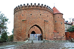 Poland_4063 (archer10 (Dennis) (53M Views)) Tags: street city trip travel streets building monument wall nikon gate europe tour free poland palace tourist views sword warsaw shield walls dennis jarvis oldtown 2009 sites globus d300 northerneurope iamcanadian 18200vr wo