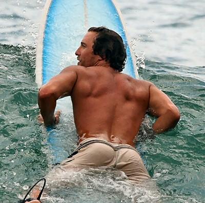 matthew_mcconaughey_surfing_2007_1