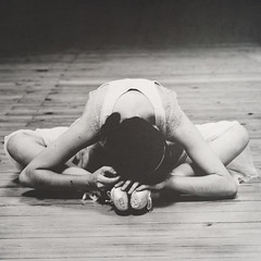 (Ana Lusa Pinto [Luminous Photography]) Tags: wood fiction ballet girl dark square nikon ballerina luminouslu analusapinto