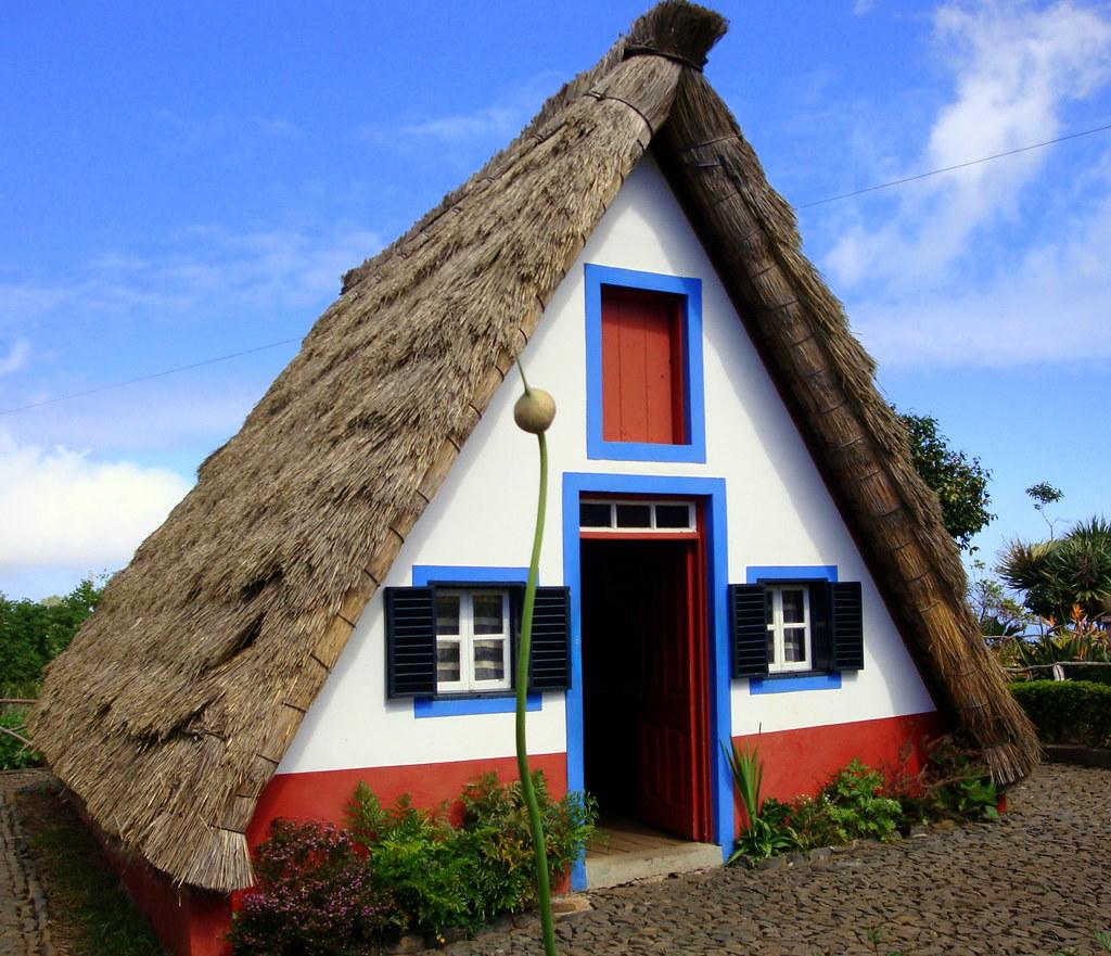 Forme de toiture maison ventana blog - Maison en toit de chaume ...