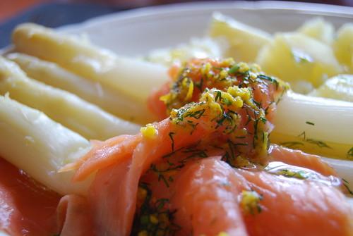 asperges met zalm, sinaasappel en dille