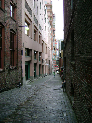 Seattle's Post Alley (by: Thomas Brown, creative commons license)