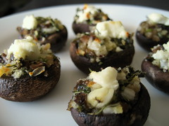 stuffed mushrooms with herbs and goat cheese