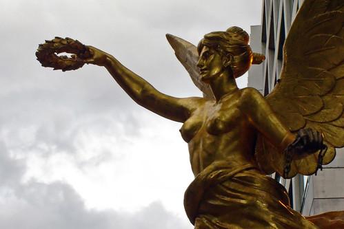 El Ángel frente a Reforma 222