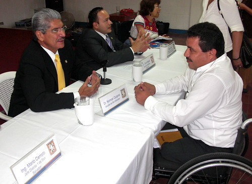 Mayor of San Salvador, Dr. Norman Quijano speaks with Jesus Martinez, director of Red de Sobrevivientes, about accessibility issues with the newly proposed Metrobus project