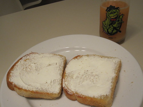 Cream chees toast and grapefruit juice at home
