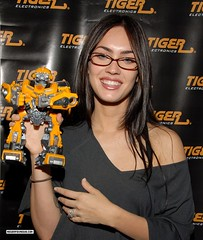 Megan Fox wearing glasses (GwG_Fan) Tags: girlswithglasses meganfox meganfoxwearingglasses