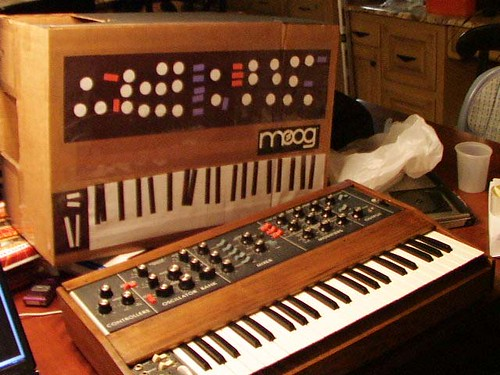 costume_with_minimoog