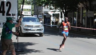 Keňan Barus vyhrál Pražský mezinárodní maraton