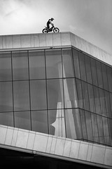 freeride trial (Sebastian Marko) Tags: bike oslo norway norge opera sightseeing 2009 trial sebastianmarko 5dmkii juliandupont