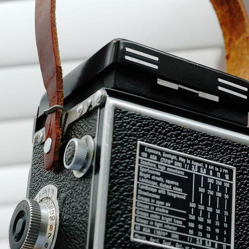 rolleiflex-strap-lug