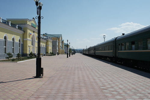 A long wait at a deserted Russian border station