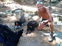 Sur le sentier de Naseu : les deux chiens de San Gavinu à la source de Naseu
