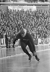 Suzuki op de 500 m tijdens WK schaatsen in Oslo / Suzuki on the 500 m during the speed skating world championships in Oslo (Nationaal Archief) Tags: nationaalarchief japan   61  keiichisuzuki  speedskate 42 norway oslo schaatsen speedskating suzuki