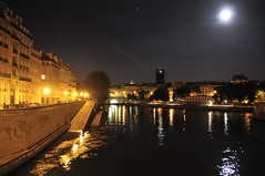 Moonlight over the Seine (jmvnoos in Paris) Tags: light paris france reflection water seine night reflections river lights nikon eau lumire rivire explore reflet rivers 100views waters nights 400views 300views 200views frontpage fr nuit reflets champselyses lumires fleuve d300 laseine rivires eaux ilesaintlouis 15faves nuits pontdelatournelle 5faves fleuves 10faves anawesomeshot jmvnoos dateposted1250134729