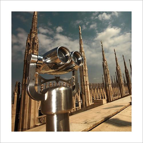 Binoculars at Duomo roof /Prismaticos en el tejado del Duomo, Milan