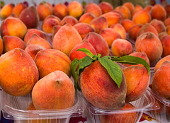 produce - organic peaches (dgilder) Tags: food usa fruit austin healthy colorful texas farmersmarket sweet farming tasty fresh produce organic diet grocery agriculture nutritious healthfood healthyeating peachesorganicproduce