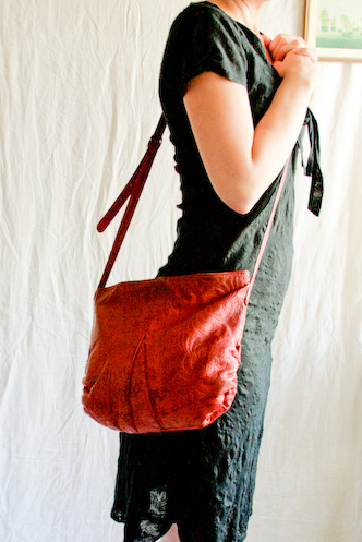 VINTAGE 70s tooled red leather bag