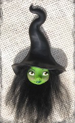 Bruja del oeste Oz (Noia Land) Tags: black west green halloween pin handmade witch oz wizard ooak magic brooch bad craft clay lamb sculpey kato bruja polymer premo arcillaspolimricas noialand