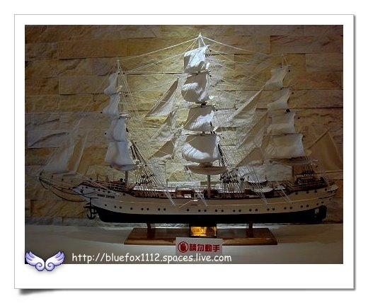 090918-2花宜6輪4日遊_七星潭渡假飯店07_電梯口的帆船模型