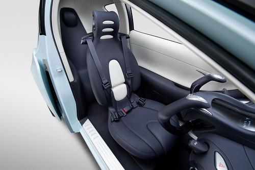 auto compacto Nissan Land Glider Ev