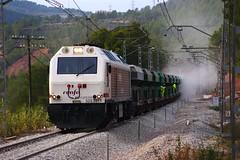 Renfe 333.391 Rajadell (eldelinux) Tags: train tren foto diesel railway via 333 prima freight r4 va c4 renfe adif ffcc tolvas balasto balast rajadell faccpps tremuges 333391